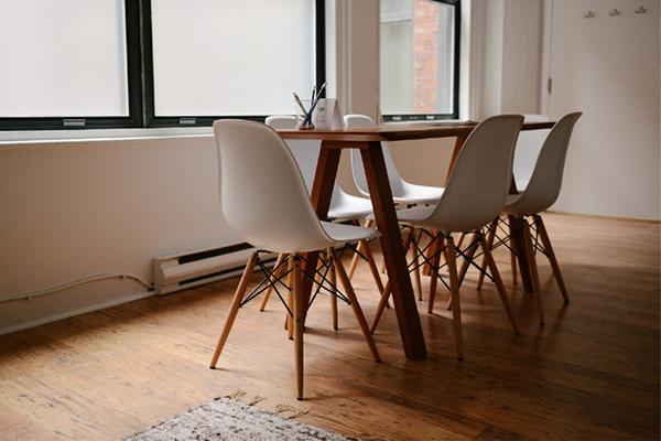 オフィスレイアウトもおまかせ!お客様の要望に合わせたデザイン性のあるパーティションや各種オフィス内装もご用意。セキュリティー導線を考えた適切な空間デザインをご提供いたします。